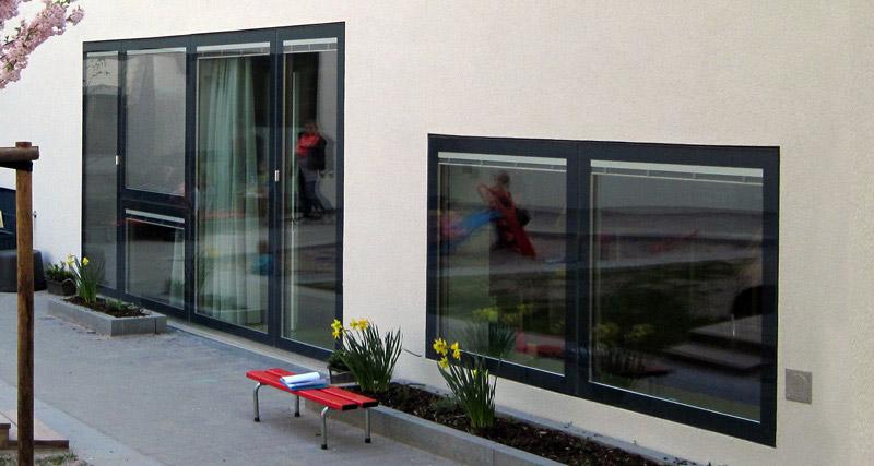 fenster im kologischen neubau. Black Bedroom Furniture Sets. Home Design Ideas